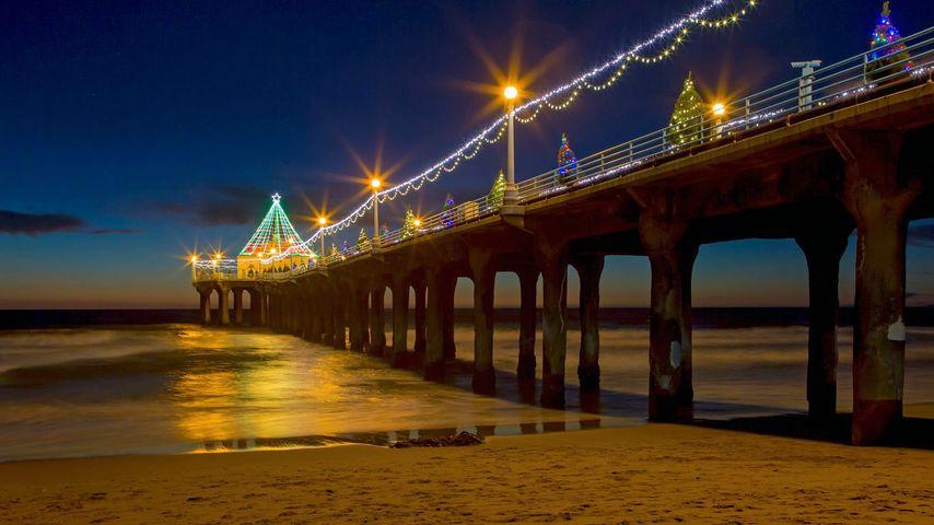 Manhattan Beach Pier in Manhattan Beach, California