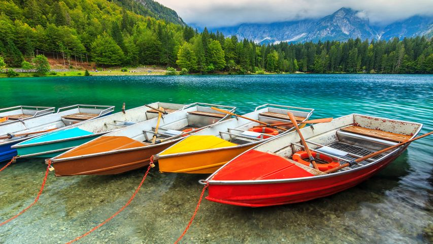 Beautiful 4K wallpapers Colorful Boats & Boat