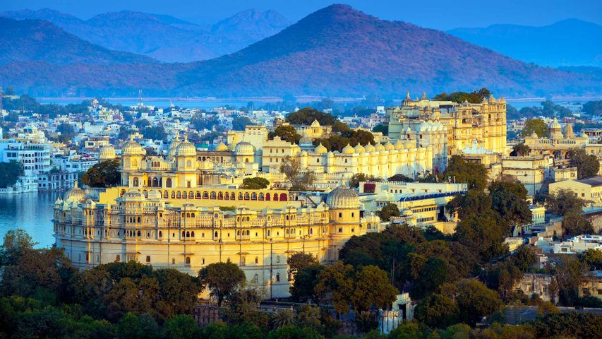 City Palace on the banks of Lake Pichola in Udaipur, India