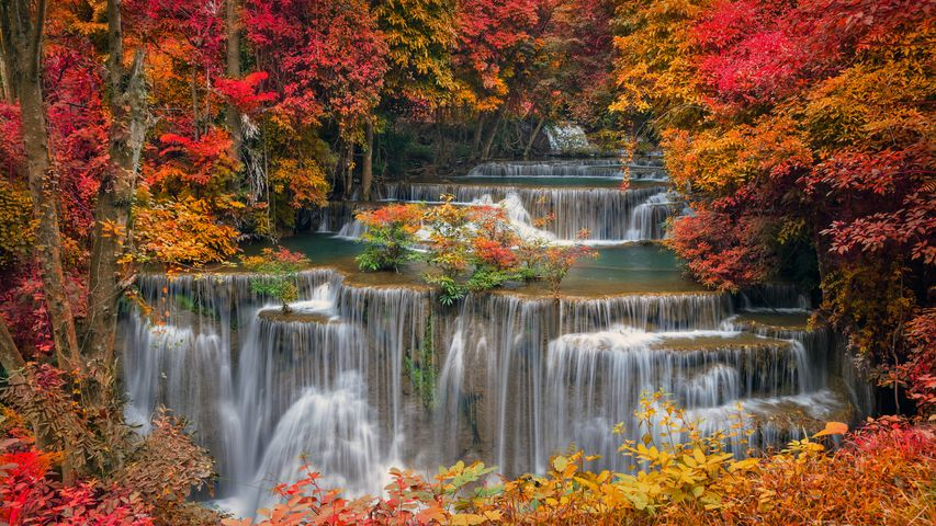 「シーナカリン国立公園のフアイメーカミン滝」タイ