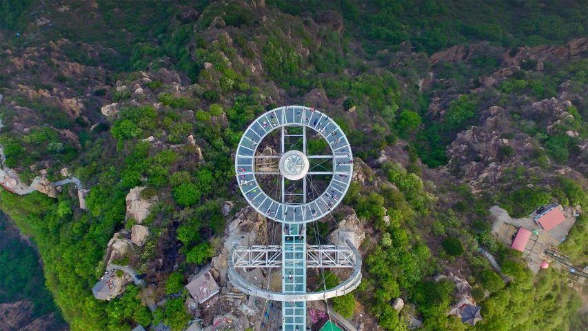 Plateforme d'observation vitrée dans la Shilinxia Scenic Area, District de Pinggu, Pékin, Chine