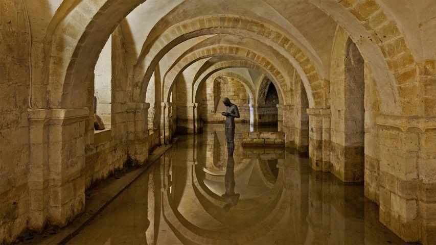La crypte inondée de la cathédrale de Winchester, Hampshire, Angleterre