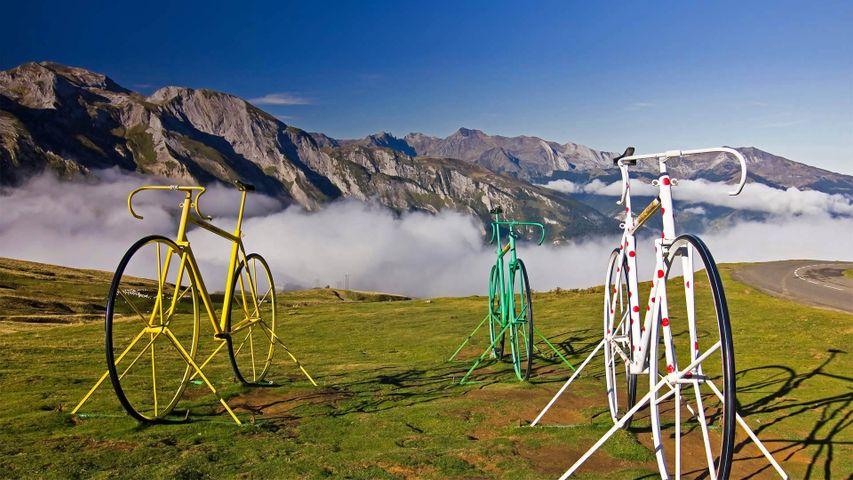 「オービスク峠の自転車彫刻」フランス, ピレネー山脈