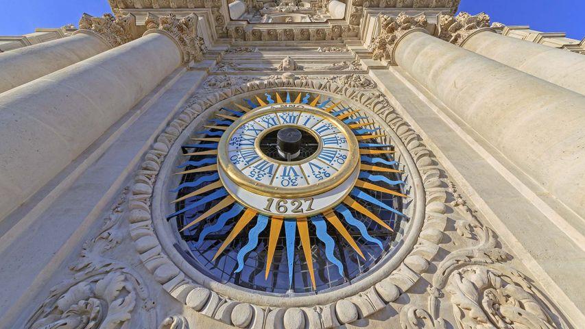 Horloge de l'église Saint-Paul-Saint-Louis, Quartier du Marais, Paris, France