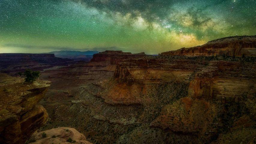 Die Milchstraße über dem Canyonlands-Nationalpark in Utah, USA