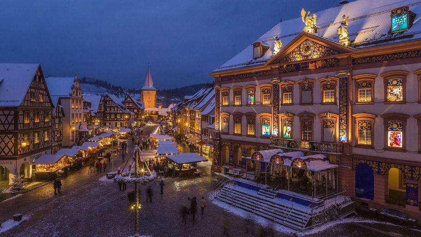 Adventsmarkt und Adventskalenderhaus in Gengenbach, Schwarzwald, Baden-Württemberg, Deutschland