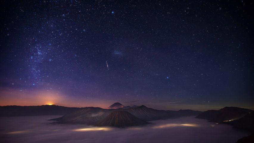 Night Skies PREMIUM 4K Themes for Windows