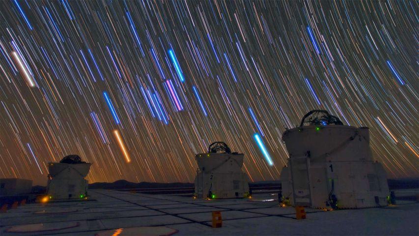 帕瑞纳天文台的望远镜和星迹,智利阿塔卡马沙漠