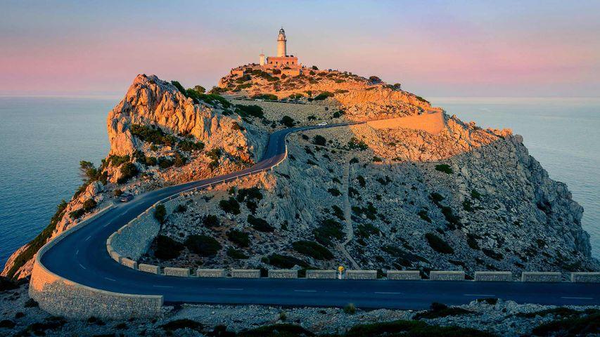 El faro de Formentor, sobre el cabo del mismo nombre, Mallorca