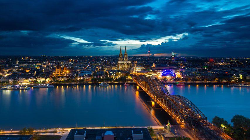Nächtliche Ansicht der Stadt Köln, Nordrhein-Westfalen