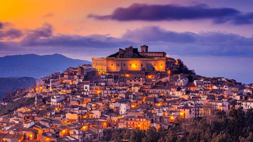 蒙塔尔巴诺埃利科纳,意大利西西里岛
