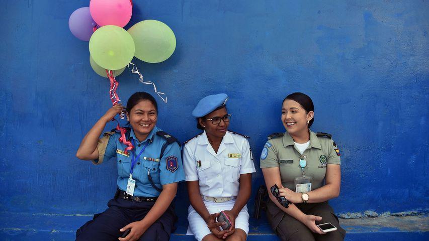 Des policières des Nations Unies assistant à une cérémonie pour la Journée Internationale des droits des Femmes en Haïti
