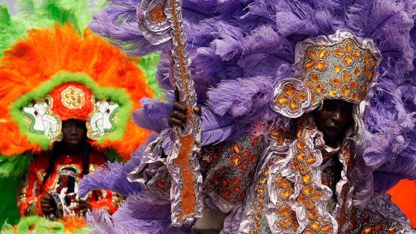 Membres de la Wild Red Flame, les Indiens de Mardi Gras, à la Nouvelle-Orléans, Louisiane