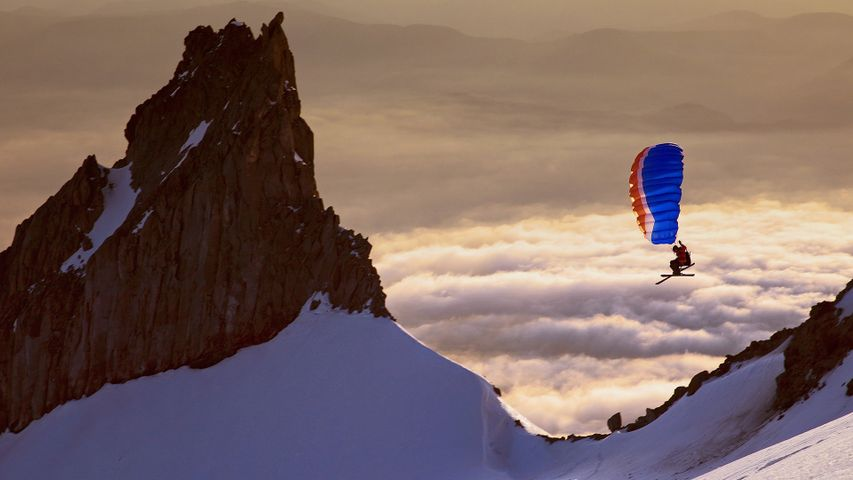 Alex Peterson speed riding on the south side of Mount Hood, Oregon, USA